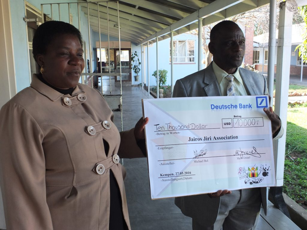 Spendenübergabe in Zimbabwe